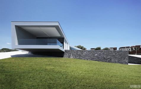 国外住宅设计案例:卡塔尼亚CRS House独立住宅,与大海创造视觉连续性
