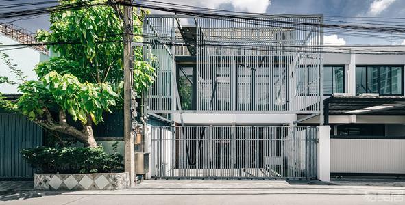 国外别墅设计案例:舒适惬意的现代别墅,兼顾美学又注重隐私