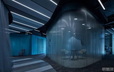 国外办公空间设计案例:像飞行员驾驶的机器,Livesport办公室2.0