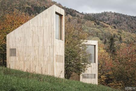 国外酒店设计案例:高耸而纤细,布雷腾巴赫48°Nord景观酒店