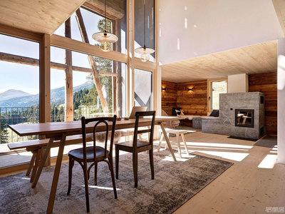 国外住宅设计案例: 乡村生活与现代舒适结合的山间小屋