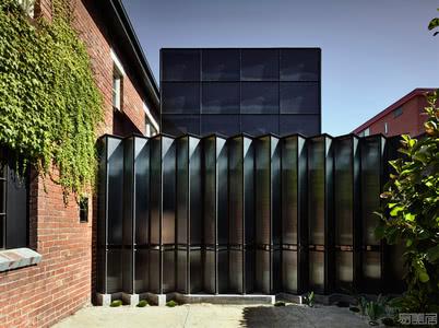 国外住宅设计案例:朴实无华的砖砌复式建筑,营造出层次分明的住宅