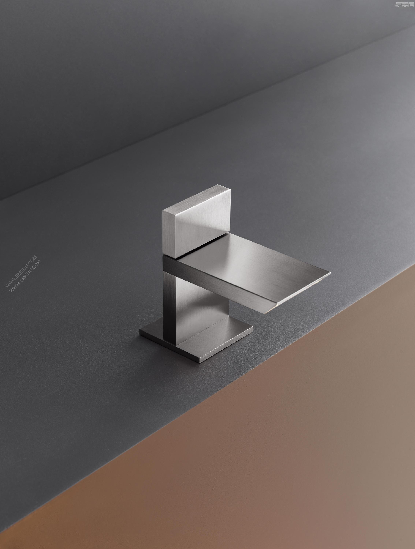 bar31-bathroom-1404-h.jpg