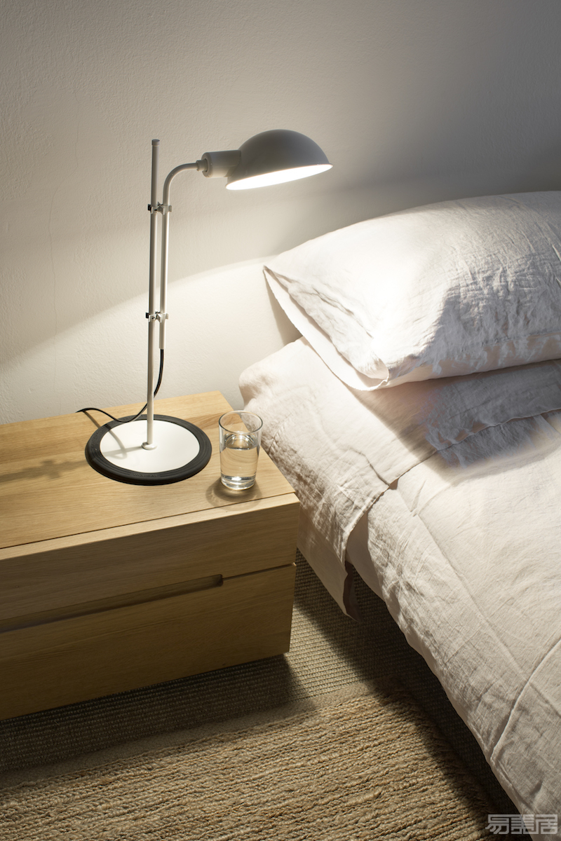 Funiculi S white bedside.jpg